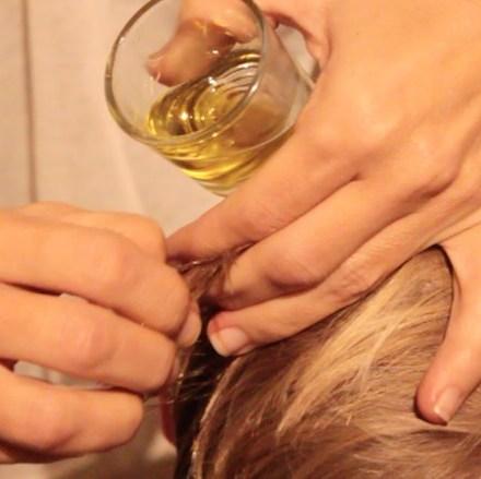 Quitar chicle del pelo con aceite