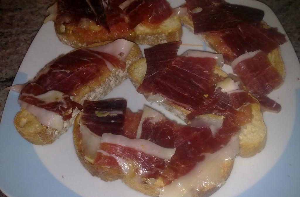 Pan con aceite de oliva, tomate y …