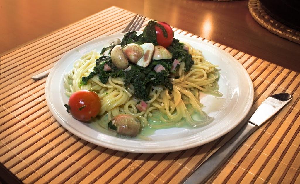 Macarrones con espinacas y aceite de oliva
