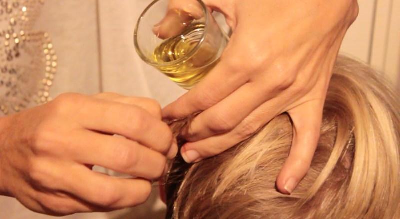 Quitar un chicle del pelo con aceite de oliva