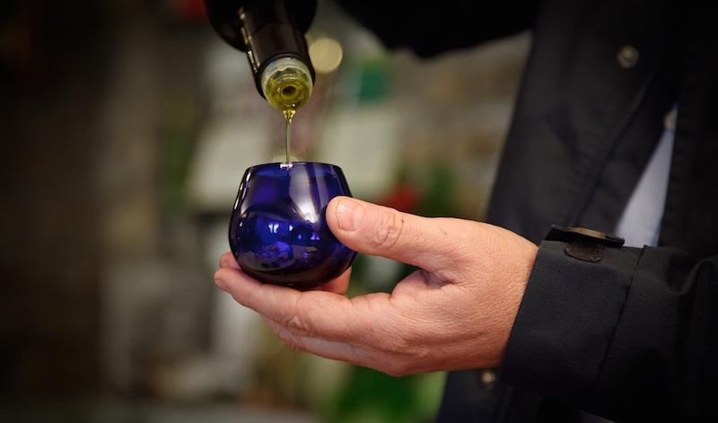 Cata aceite de oliva en vaso